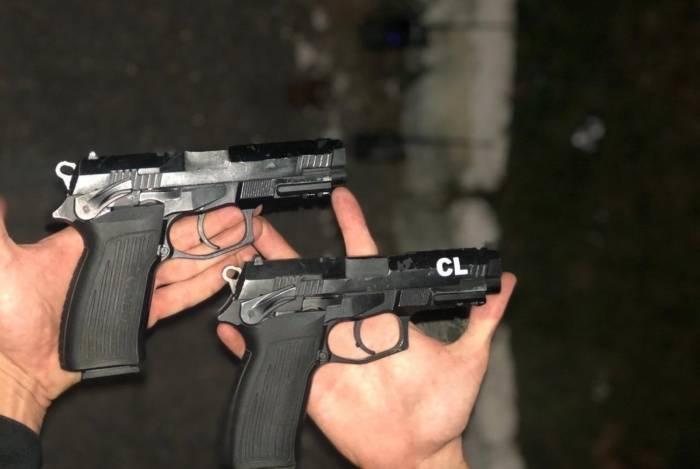 Armas apreendidas durante operação da PM com três mortos na comunidade do Guandu, em Japeri