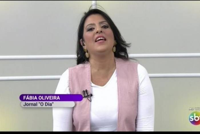 Fábia Oliveira no 'Fofocalizando':