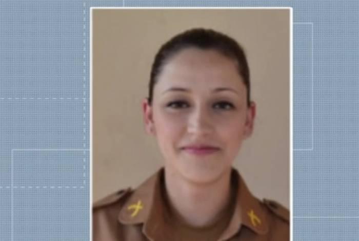 Uma policial militar ficou em estado grave após ser baleada acidentalmente por um colega