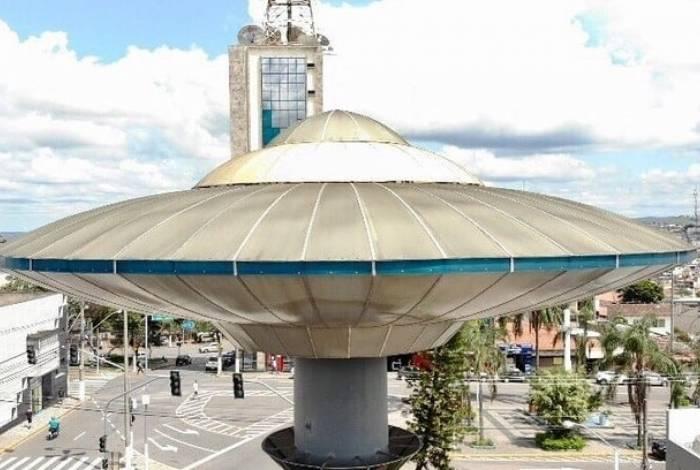 Nave do ET de Varginha em uma praça da cidade, em Minas Gerais