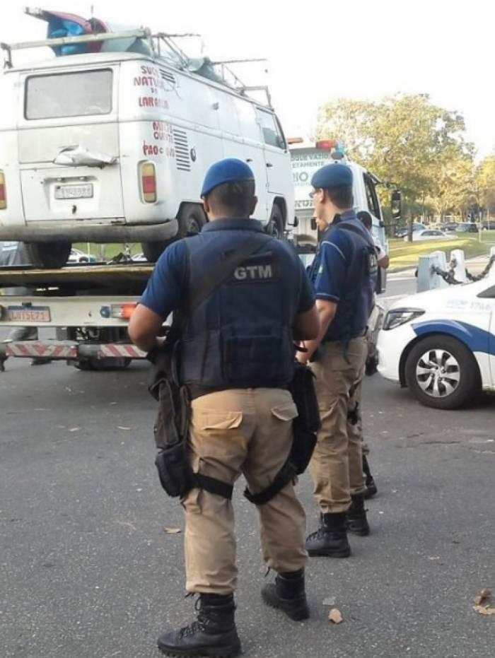 Guarda Municipal multa 265 veículos em três dias de operação de combate à desordem no entorno do Aeroporto Santos Dumont
