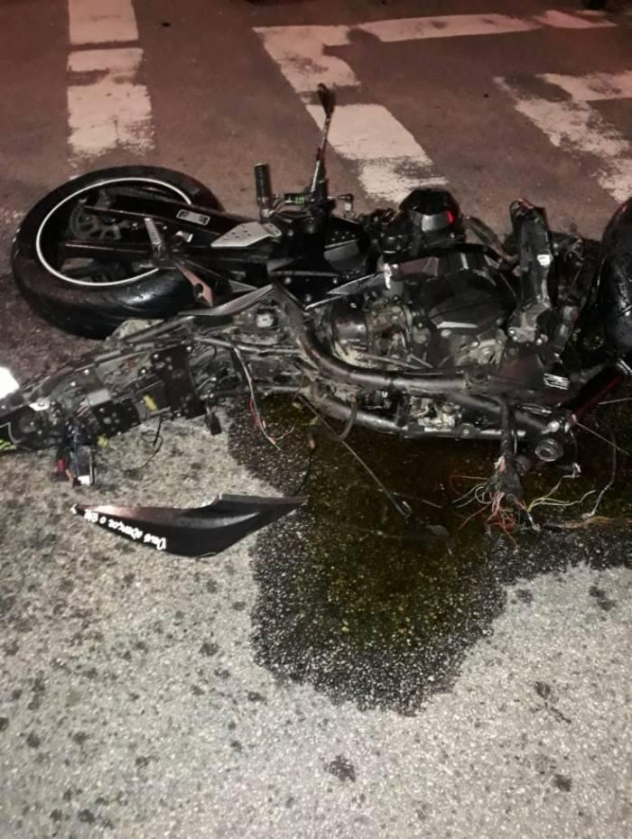 Motos ficaram destruídas após acidente