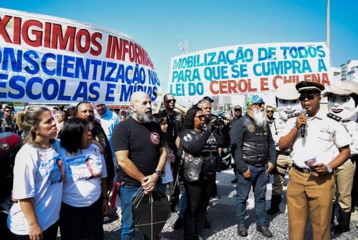 Ato simbólico da campanha Cerol Mata em Copacabana