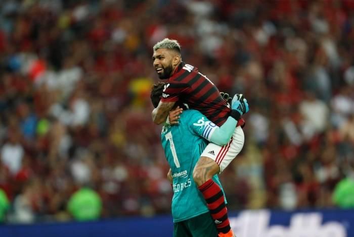 Rio, 28/07/2019, Flamengo x Botafogo, na foto Gabigol e Diego Alves comemoram do gol do Bruno Henrique, Foto de Gilvan de Souza / Agencia O Dia