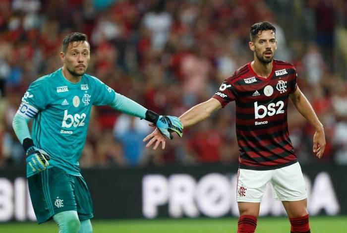 Pablo Marí e Diego Alves