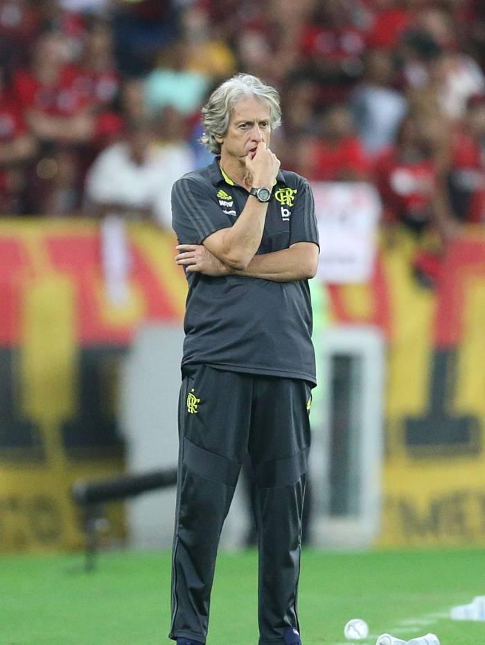 Ajustar a defesa, um dos grandes desafios de Jorge Jesus no Flamengo