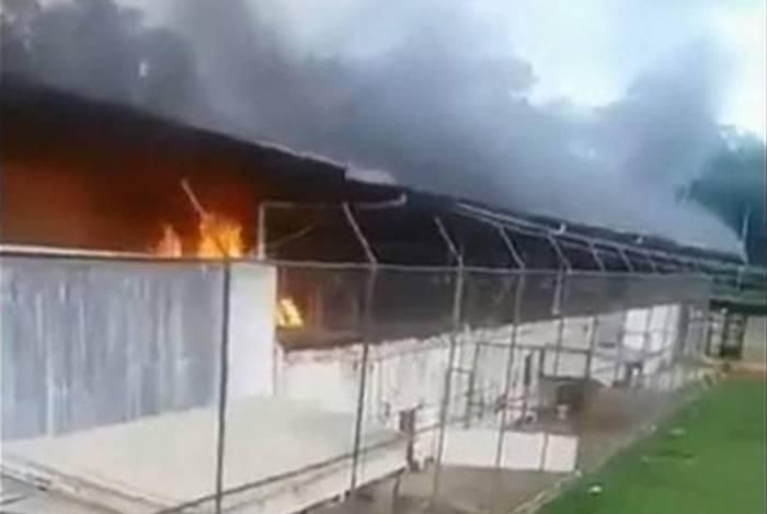 A rebelião e o massacre começaram com um incêndio, por volta das 7h