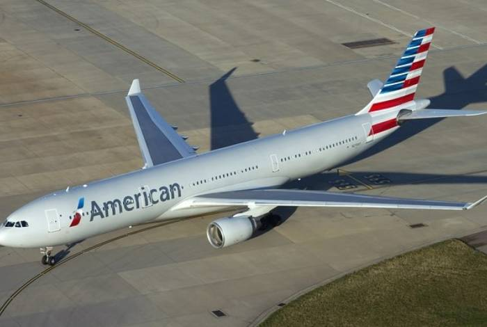 Mulher, que ainda não foi identificada pelas autoridades, alegou estar sofrendo de um episódio médico durante um voo da American Airlines do Aeroporto Internacional de Pensacola para Miami