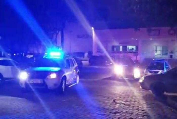 Movimentação dos policiais na Cidade da Polícia, no Jacarezinho