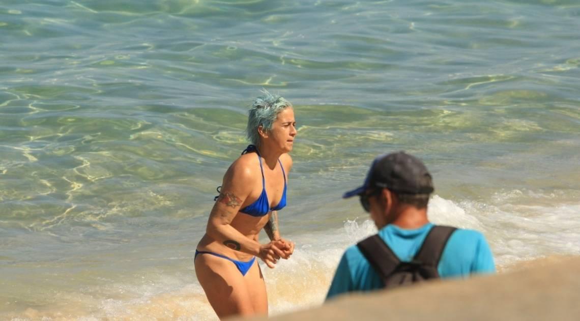 Lan Lanh curte dia de praia no Rio
