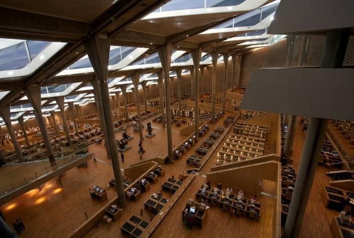 Vista do interior da biblioteca Alexandrina