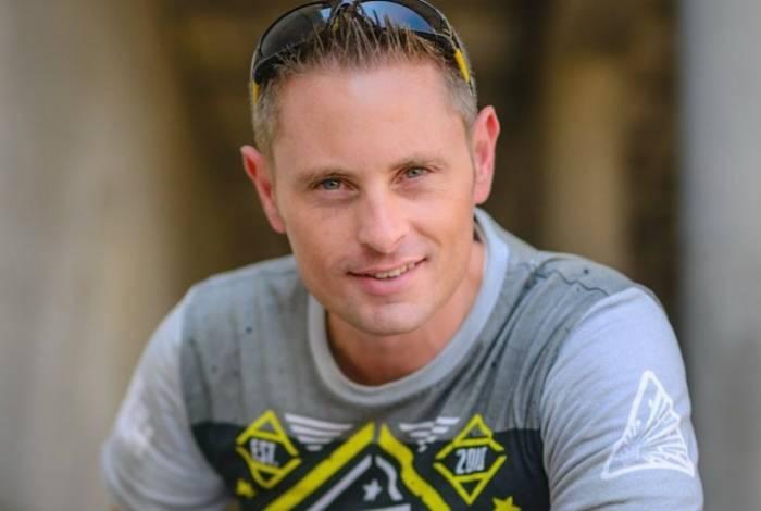 Youtuber de 38 anos sofre acidente em voo de paraquedas e morre nos EUA