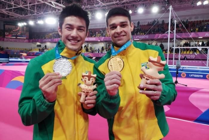Arthur Nory (E) e Chico Barreto: prata e ouro na barra fixa ontem