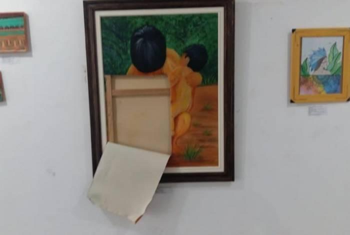 Obras depredadas na exposição M'Bai em Embu das Artes