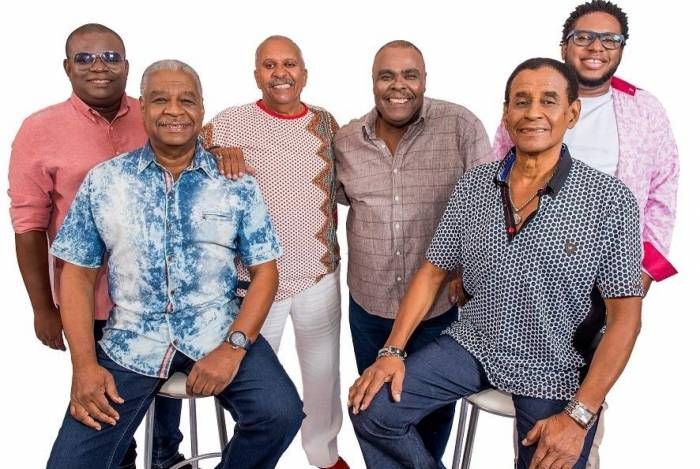 Os integrantes do Fundo de Quintal: apresentação no 'Samba da Feira'