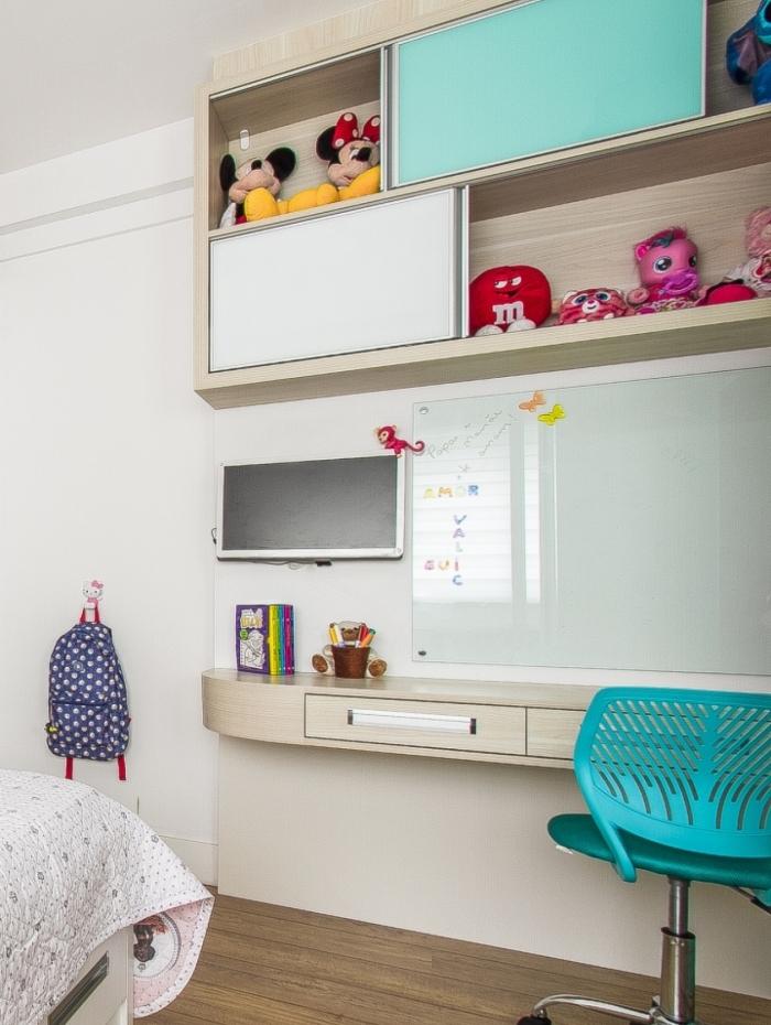 Pais podem criar um cantinho de estudo com quadros para memorização e espaços para livros