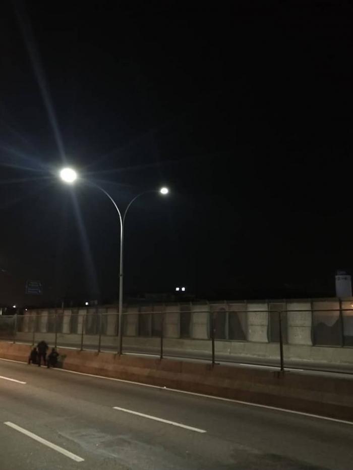 Linha Amarela foi fechada na noite desta sexta-feira nos dois sentidos por ação da PM na Maré, Zona Norte do Rio