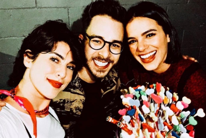 Bruna Marquezine comemora aniversário em show de Sandy e Junior