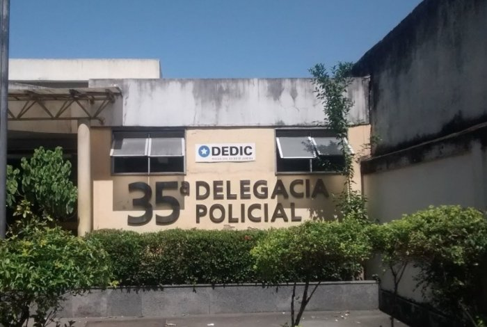 Os criminosos foram encaminhados para a 35ª DP (Campo Grande) e responderão por roubo