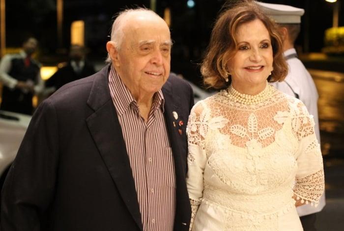 Famosos prestigiam bodas de diamante de Rosamaria Murtinho e Mauro Mendonça