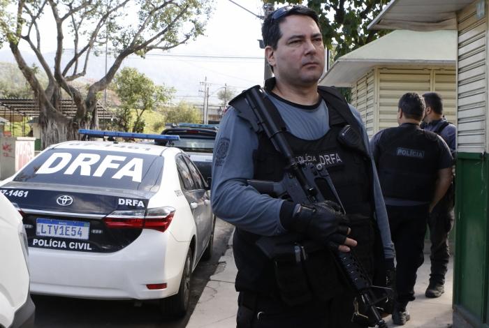 Policiais da Delegacia de Roubos e Furtos de Automóveis (DRFA) prenderam o criminoso nesta quinta-feira