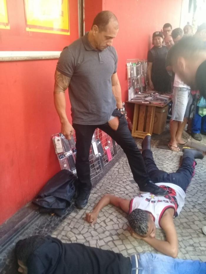 PM reage e fere bandido após tentativa de roubo no Centro do Rio
