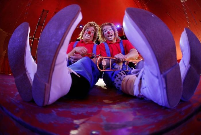Pais e filhos: os palhaço Lagrimita e Tititi se apresentam, hoje, no Circo Las Vegas, ao lado do mágico Ulisses Tavares e sua assistente, Kimberly Tavares