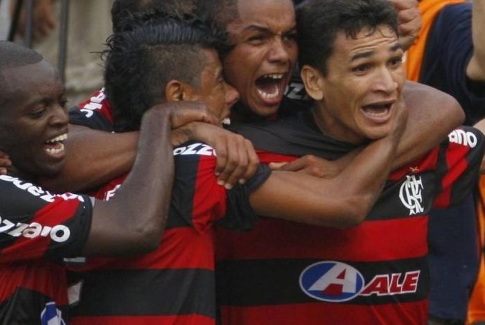 David Braz marcou um dos gols na vitória de 2 a 1 sobre o Grêmio, que deu o titulo do Brasileiro de 2009 para o Flamengo