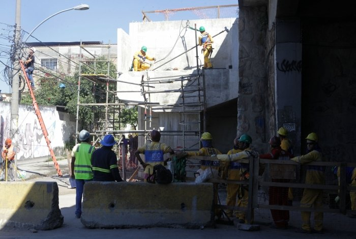 Parte da estrutura foi retirada apenas na manhã desta sexta-feira