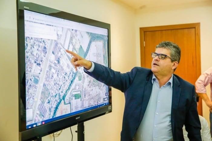 Prefeito Washington Reis explica o projeto de segurança aos empresários