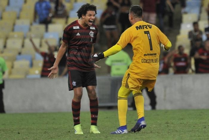 William Arão e Diego Alves atingiram marcas importantes pelo Flamengo