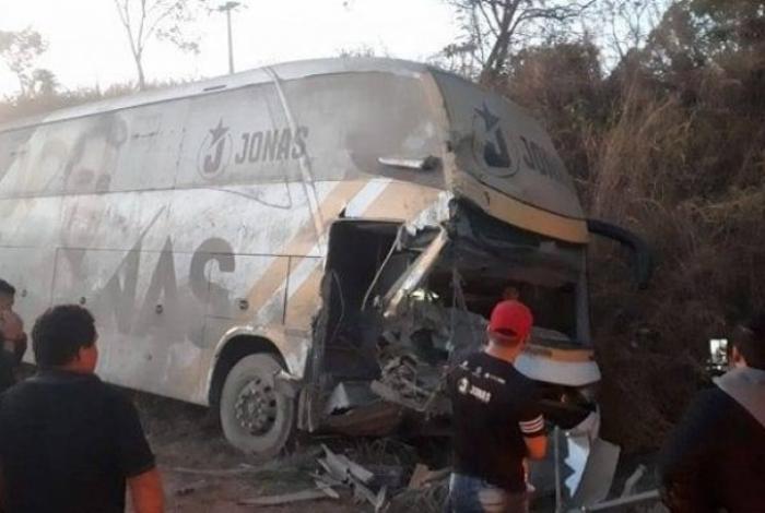 Ônibus de Jonas Esticado se envolve em acidente