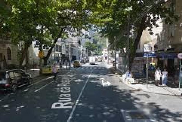 Segundo o cronista João do Rio, a Rua da Passagem, em Botafogo, foi o cenário da primeira batida de automóvel no Brasil.