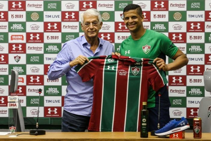 Lucão, que treina desde a semana passada, foi apresentado oficialmente por Celso Barros e vai usar a camisa 12