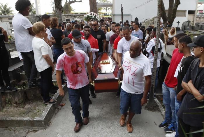 Enterro de Dyogo Costa Xavier de Brito que foi morto na comunidade da Grota