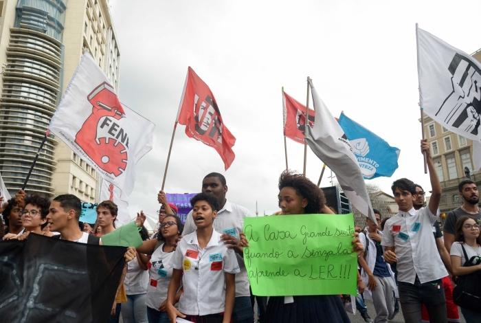2019-08-13 - AGÊNCIA DE NOTICIAS- PARCEIRO -Manifestantes participam de Protesto em defesa da Educação. Foto: Clever Felix/Parceiro/Agência O Dia