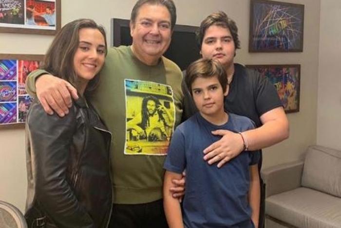 Faustão com os filhos: Lara, João Guilherme e o pequeno Rodrigo
