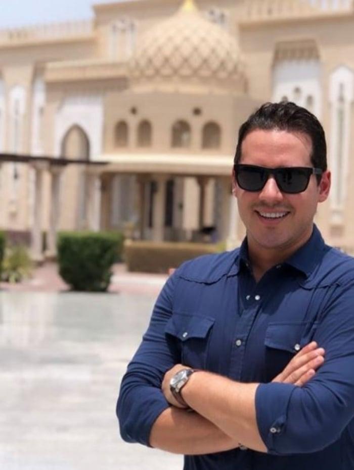 Dony de Nuccio aproveita férias nos Emirados Árabes