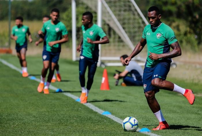 Digão diz que a defesa está se empenhando para não tomar gol