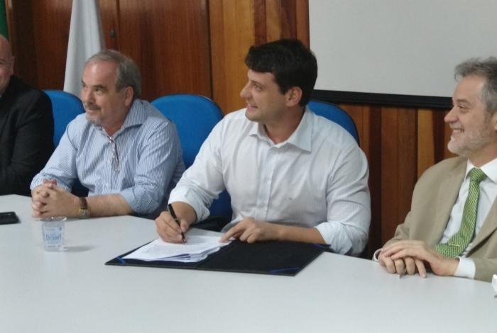 Solenidade aconteceu no campus da UFF em Petrópolis
