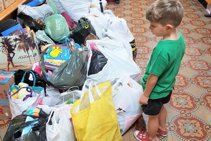 Doação: pais devem estimular os filhos a praticar a generosidade