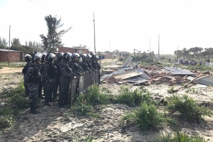 Operação teve participação da Polícia Militar, Instituto Estadual do Ambiente, Prefeitura de Arraial do Cabo, Secretaria de Estado de Meio Ambiente e Batalhão de Choque