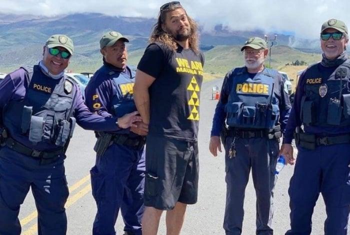 Jason Momoa é 'preso' durante protesto contra construção no Havaí