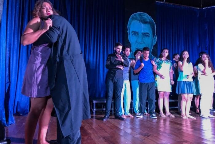 Jovens atores da Cia. Arte Persona levam ao palco do Teatro de Bolso, em Campos, o musical