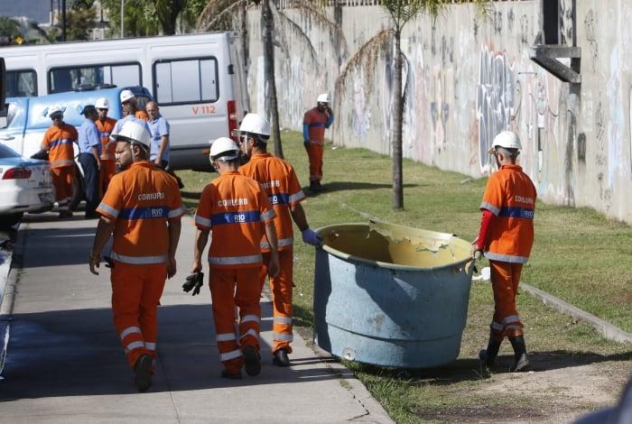 Garis recolheram caixas d'água, mangueiras e entulhos na região da Avenida Leopoldo Bulhões