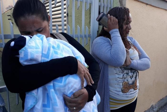 Mulher foi com o filho de colo para local onde foi prometido emprego no Centro de Niterói. Anúncio era falso