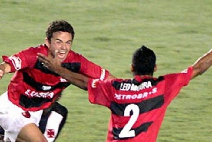 Juan formou uma grande dupla de laterais ao lado de Léo Moura no Flamengo