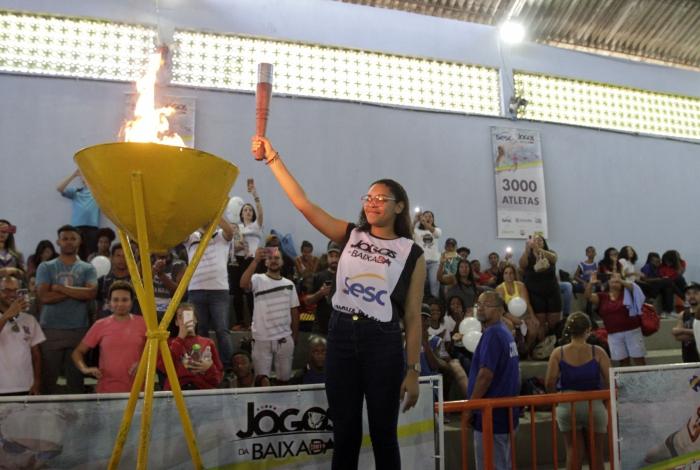 Pira dos Jogos da Baixada foi acesa por ex-atleta que brilhou na competição por quatro anos