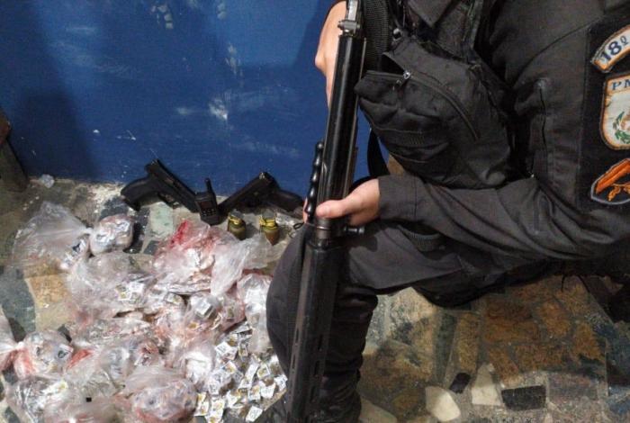 Operação na Zona Oeste do Rio teve apreensão de armas e drogas
