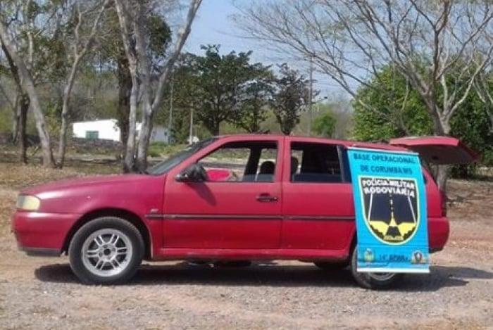 No momento da abordagem, veículo era guiado por casal de bolivianos